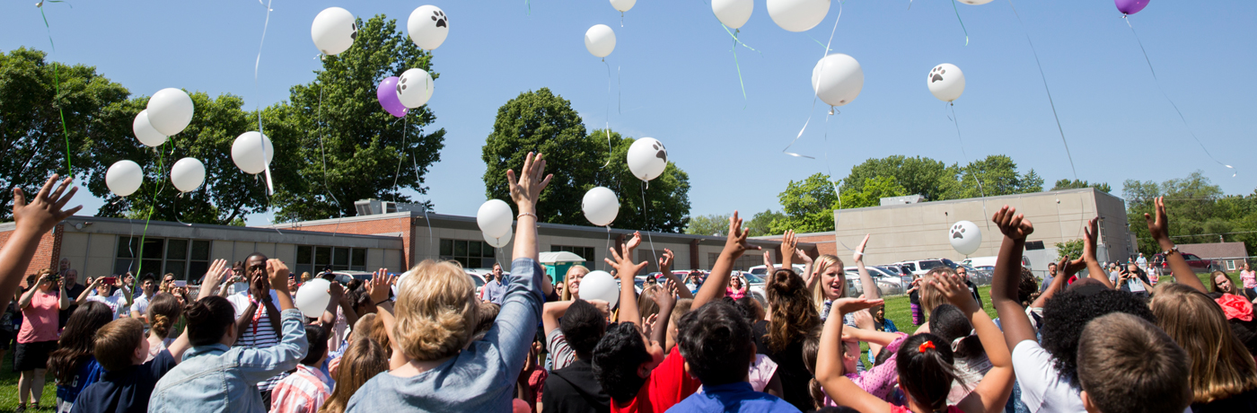 Hillis Elementary School Students Releasing Balloons