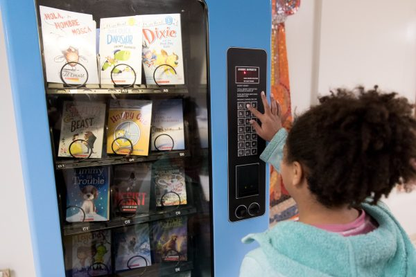 """Hillis Elementary Students """"Snack"""" on Food for Thought"""